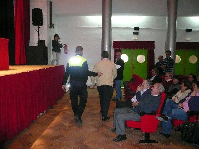 La polémica del centro de día revienta el pleno de Moraleja con tres concejales socialistas expulsados y dos abandonos
