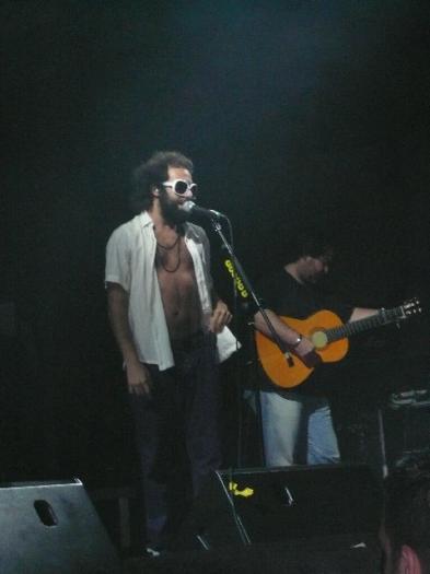 El grupo Los Delinqüentes congrega a decenas de fans durante la actuación en el festival del norte en Plasencia