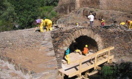 """El proyecto """"Patrimonio crea Empleo"""" recupera el puente de la alquería de Cambrón en la comarca de Las Hurdes"""