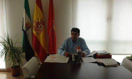 El alcalde de Miajadas, Antonio Díaz, anuncia la congelación de impuestos municipales para 2010
