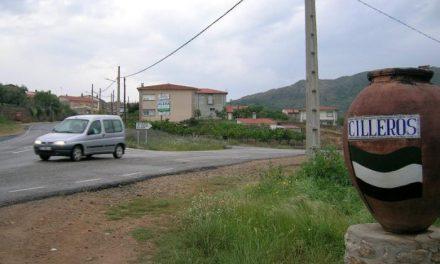 Dos jóvenes, de 21 y 23 años, resultan heridos graves en un accidente de tráfico ocurrido en la carretera de Cilleros