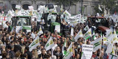 Miles de agricultores se manifiestan en Madrid para denunciar la situación de crisis del campo
