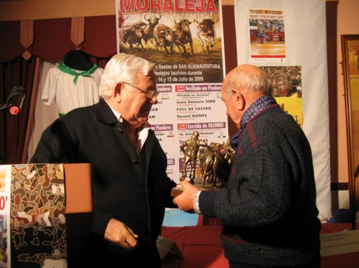 Victorino Martín, Emilio de Justo, Armendáriz y Román Pérez recogen sus premios taurinos de Moraleja
