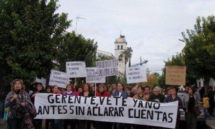 Valdelacalzada se echa a la calle para pedir explicaciones por la deuda de la coooperativa Caval