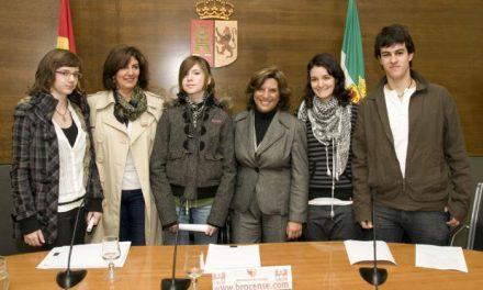 Los accésits extremeños del certamen de Microrrelatos de la Diputación de Cáceres reciben su premio