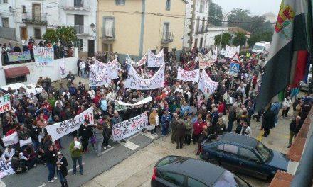 """Centenares de serragatinos piden a la Consejería de Educación """"un IES para Hoyos"""" de forma unánime"""