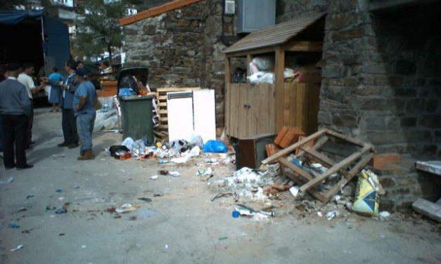 Los vecinos de la alquería de Aceitunilla, en Las Hurdes, demandan un nuevo sistema de recogida de basura