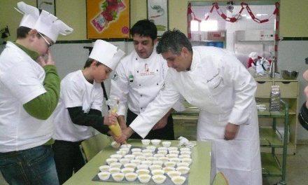 Escolares de Moraleja aprenden a elaborar helados y gominolas de aceite Gata-Hurdes en un taller de cocina