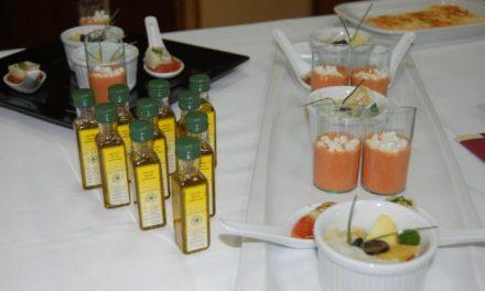 Alumnos de la Escuela de Cocina de Plasencia participan en un taller sobre el aceite Gata-Hurdes