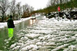 La localidad de Piornal está aislada por el hielo, aunque todavía no ha habido precipitaciones de nieve