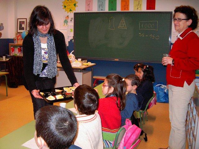 Escolares del «Dulce Chacón» de Cáceres participan en un desayuno saludable con aceite Gata-Hurdes