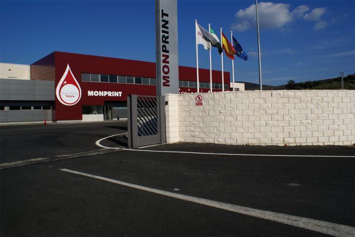 Los trabajadores de Monprint reciben de Caja de Extremadura un anticipo de los salarios pendientes