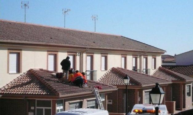 Un trabajor de 39 años resulta herido grave en una pierna en Montehermoso al caerse de un tejado