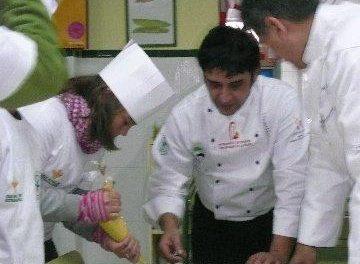 La DOP Gata-Hurdes instalará en Hoyos un nacimiento elaborado con botellas de aceite