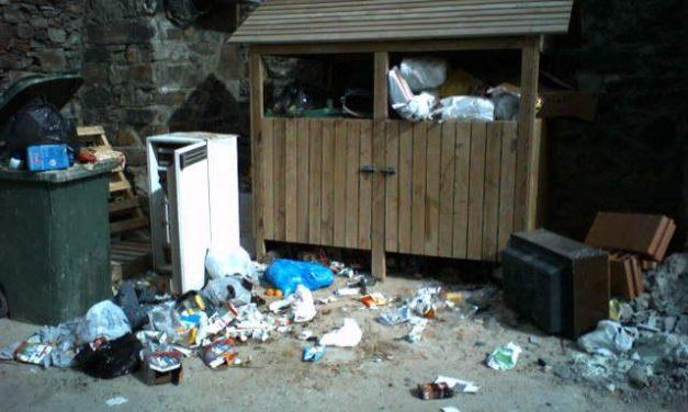 La mancomunidad de Las Hurdes se compromete a analizar el servicio de recogida de basuras