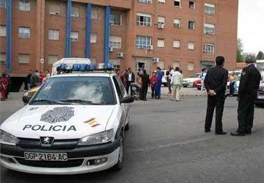 El Bloque C de la calle Ródano de la barriada de Aldea Moret en Cáceres ya está desocupado totalmente