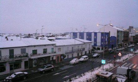 La nieve sorprende a los cacereños que hacía 25 años que no veían el manto blanco en sus localidades