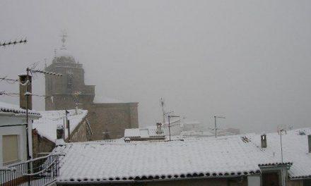 La nieve obliga a suspender 61 rutas de transporte escolar en Extremadura y deja sin clase a 1.500 alumnos