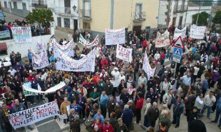El Defensor del Pueblo admite a trámite la reivindicación de la plataforma del IES en Hoyos