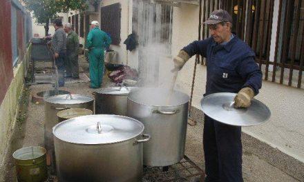 Unos 500 mayores participan en la XIX matanta típica extremeña del Hogar de Mayores de Moraleja