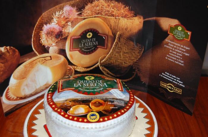 Más de 2.000 personas degustan tortas de la Serena en el certamen gastronómico Miajón de Badajoz
