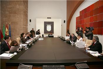 El Consejo de Gobierno autoriza un convenio para incentivar las actividades de investigación en la región
