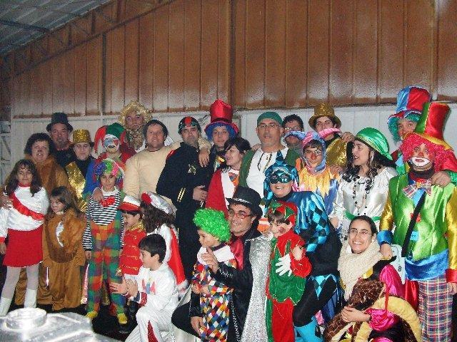 Los vecinos de Casatejada disfrutan del Carnaval 2010 que se celebró con una gran participación de disfraces