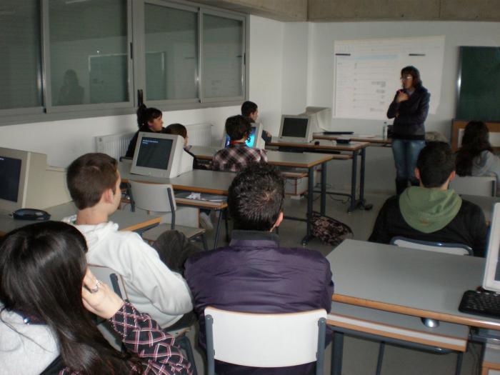 Alumnos del IES Ciudad Jardín de Badajoz conocen las redes sociales de cara al futuro profesional