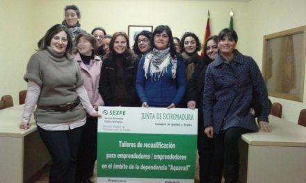 El primer taller de recualificación del Valle del Alagón comienza a funcionar en Calzadilla con 12 alumnas