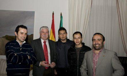Dos alumnos de hostelería ecuatorianos visitan la Diputación y son recibidos por Tovar y Morales