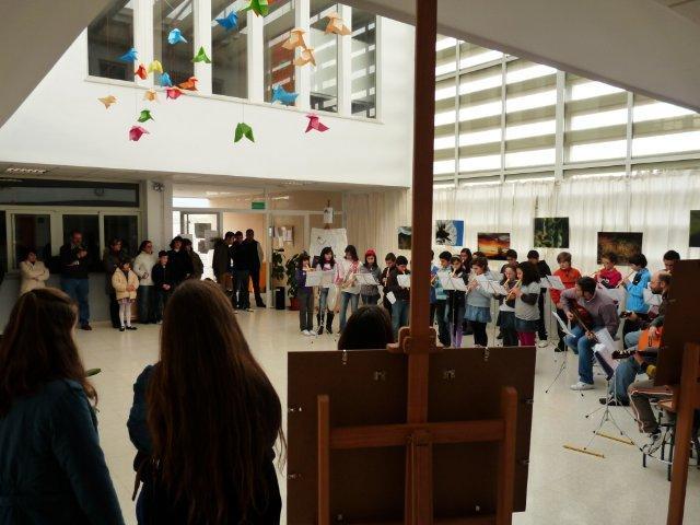 Ana Juantorena inaugura su exposición fotográfica en el IEs de Hoyos dentro de Extrem'arte