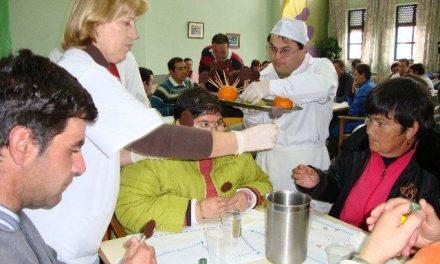La DOP Gata-Hurdes enseña las cualidades de su aceite a los usuarios discapacitados de Mensajeros de la Paz