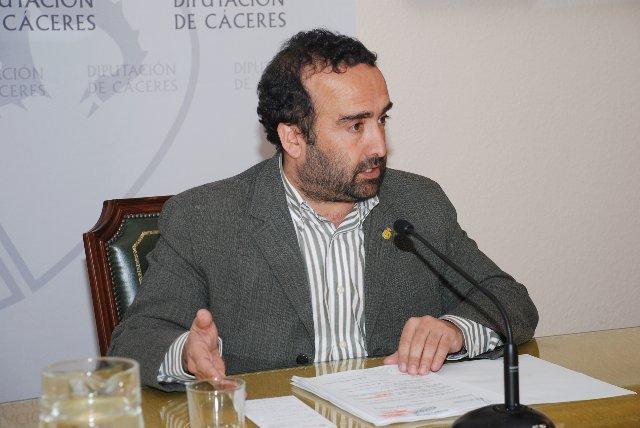 La Diputación de Cáceres destina 1.634.000 euros en ayudas e inversiones a municipios y asociaciones