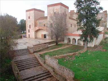 El centro turístico de Badajoz organiza visitas guiadas por el casco antiguo de la ciudad durante el puente