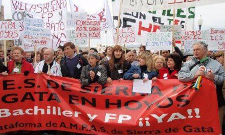 Más de 1.000 padres de Sierra de Gata exigen en Mérida la ampliación del IESO de Hoyos