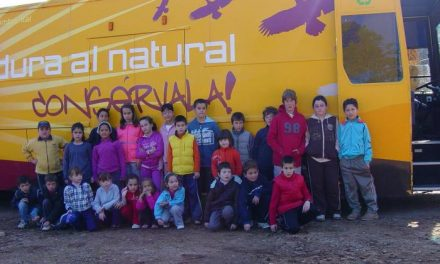 Los niños de Cadalso participan en el aula de la naturaleza en la tercera edición del Día del Árbol