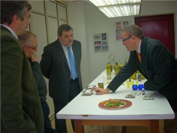 El consejero de Agricultura anima a los olivareros a aplicar las innovaciones presentadas por el CTAEX