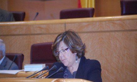 La senadora por Cáceres, Rafaela Fuentes, destaca el compromiso del Gobierno con el sector del corcho