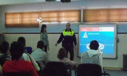 Los alumnos de Educación Especial de Villanueva de la Serena aprenden educación vial con policías locales