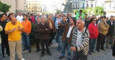La protesta de los vendedores del mercadillo de Badajoz logra que el alcalde estudie sus reivindicaciones