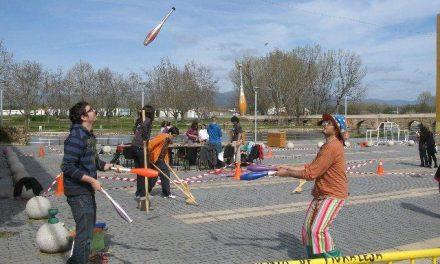 Unos 70 jóvenes de Moraleja participan en la actividad «Zona de obras» con talleres, actividades y juegos