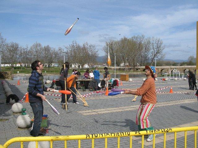 """Unos 70 jóvenes de Moraleja participan en la actividad """"Zona de obras"""" con talleres, actividades y juegos"""