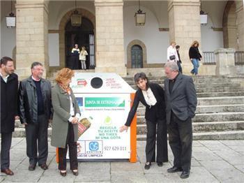 La Junta inicia en Cáceres un sistema de recogida de aceite usado doméstico que se extenderá a 60 municipios