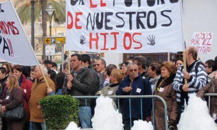 """La plataforma IES de Hoyos Ya! tacha de """"agravio comparativo"""" la política de Educación de la Junta"""
