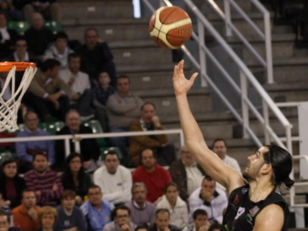 El Cáceres Basket 2016 sufre para ganar en la prórroga al Ourense y consolida su estancia en play-offs