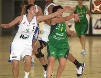 El Femenino Cáceres de Baloncesto cae derrotado en Bembibre y se complica las opciones de permanencia