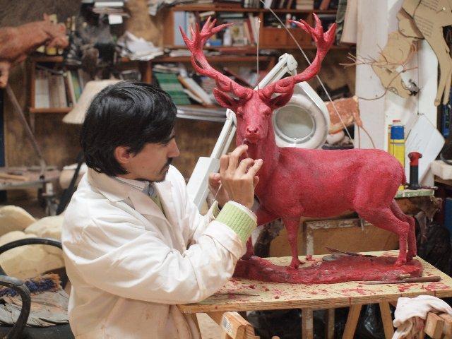 El escultor Víctor Campón prepara una obra alegórica al año internacional de la biodiversidad
