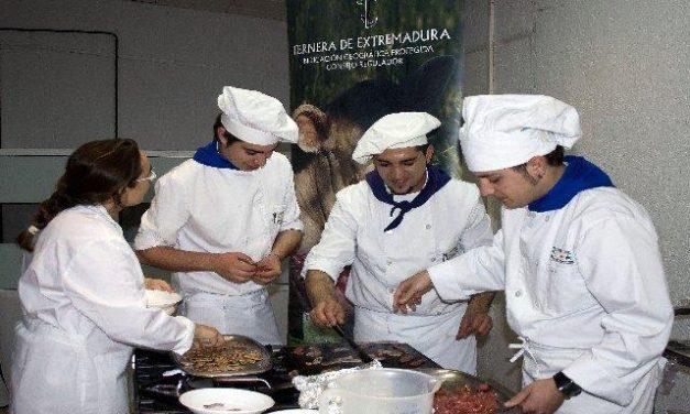 La IGP Ternera de Extremadura enseña a los jóvenes extremeños cómo valorar la carne de vacuno