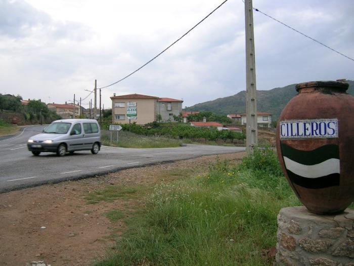 Un hombre de 42 años fallece en Cilleros al ser atropellado por un turismo en la carretera de Hoyos