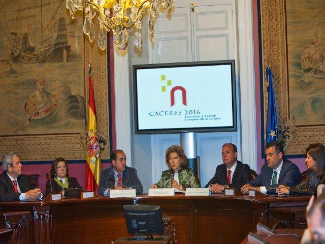 Cáceres 2016 presenta su candidatura en el Senado ante los parlamentarios extremeños